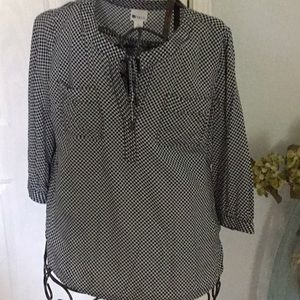 Ladies Blouse size XL. Navy and white